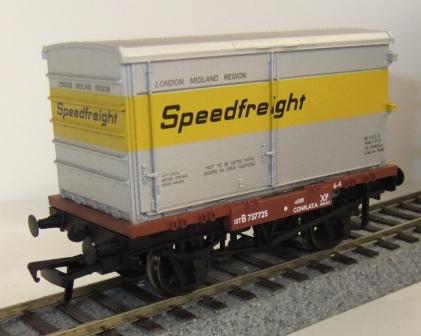 37-990 BR conflat with Speedfreight container