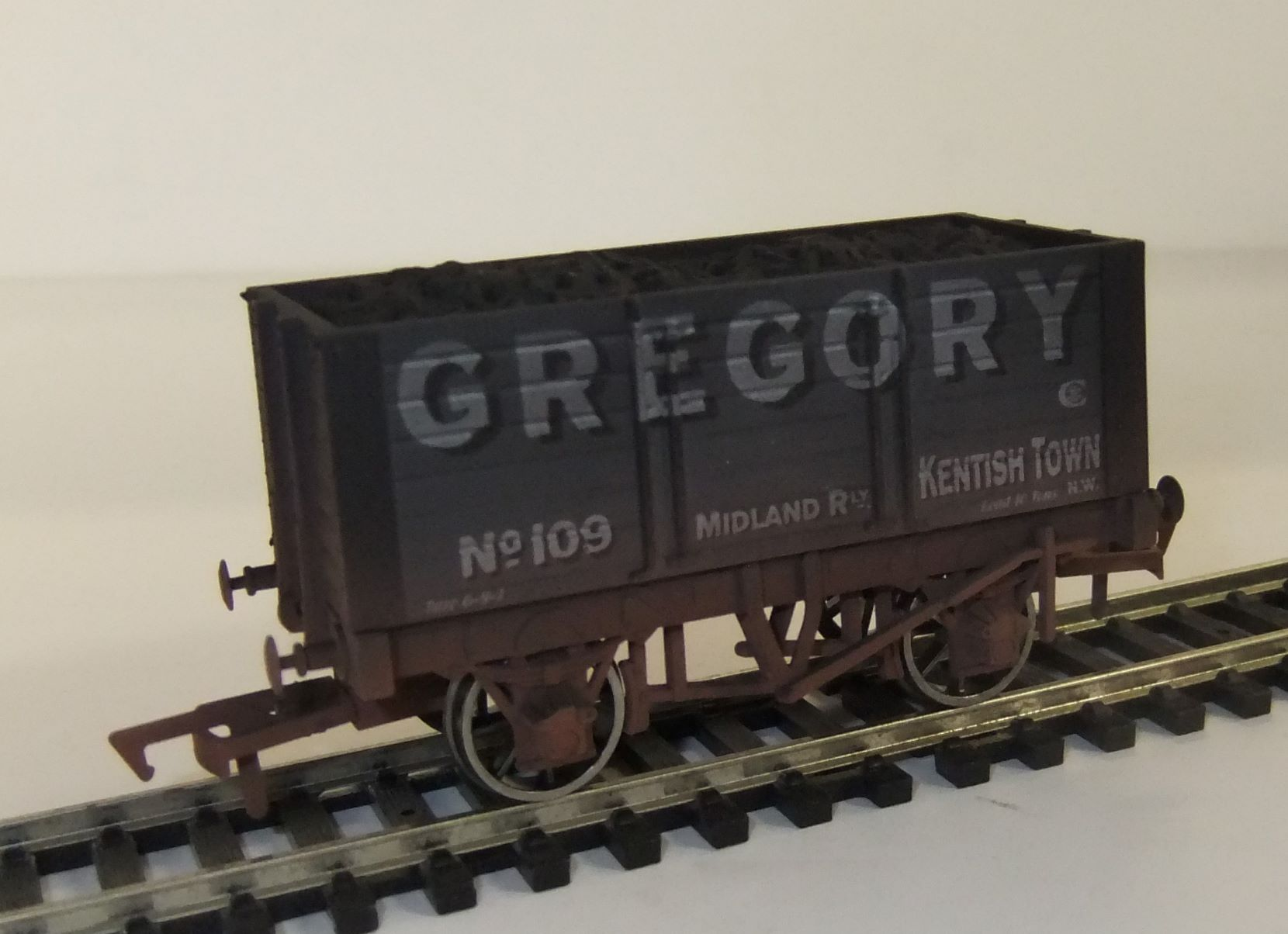 4F-072-010 7 plank wagon Gregory weathered