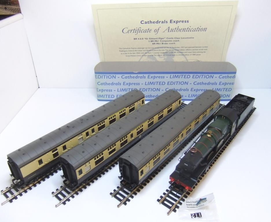 R2432 Cathedrals Express