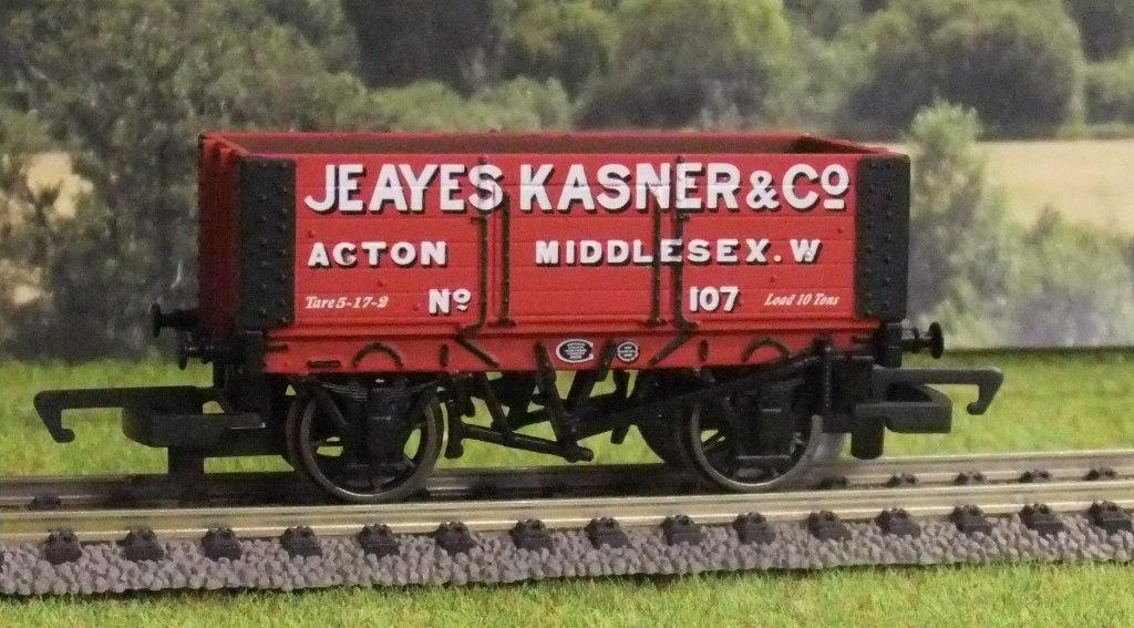 R6815 6 Plank Wagon 'Jeayes Kasner & Co.' No.107
